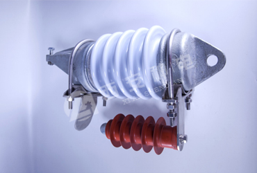 Metal-oxide surge arrester with series gap for overhead contact system
